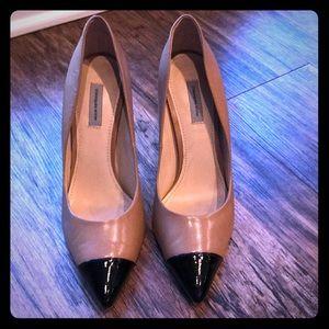 Tan with black toe Classiques Enterier Heels 9B